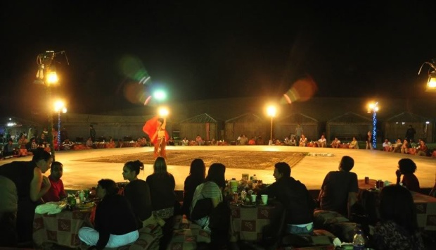 belly-dance-in-Dubai-desert